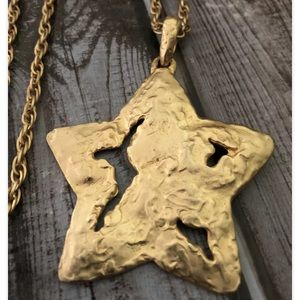 Vintage Express Big Distressed Gold Tone Star Necklace